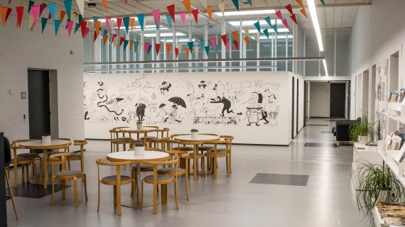 Storm P. området prydes af vægmaleriet af Ida Gantriis fra 2017. Hendes motiv er inspireret af Storm P.