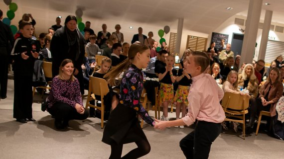 Dansere ved idrætfesten for børn 2020