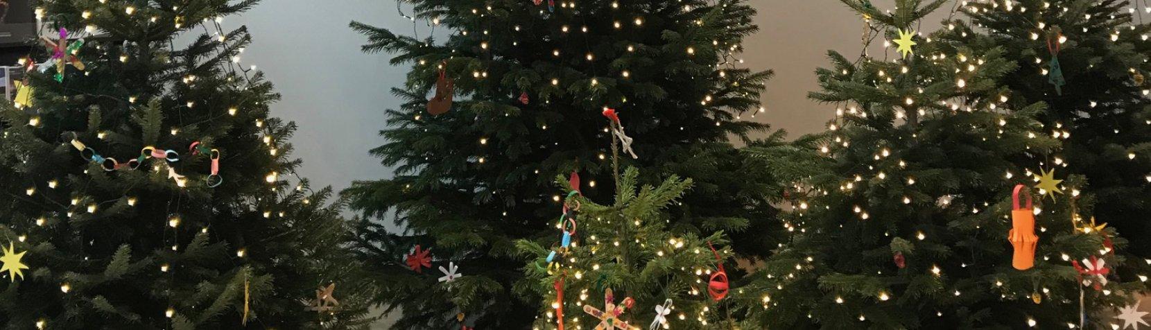 Juletræer med lys