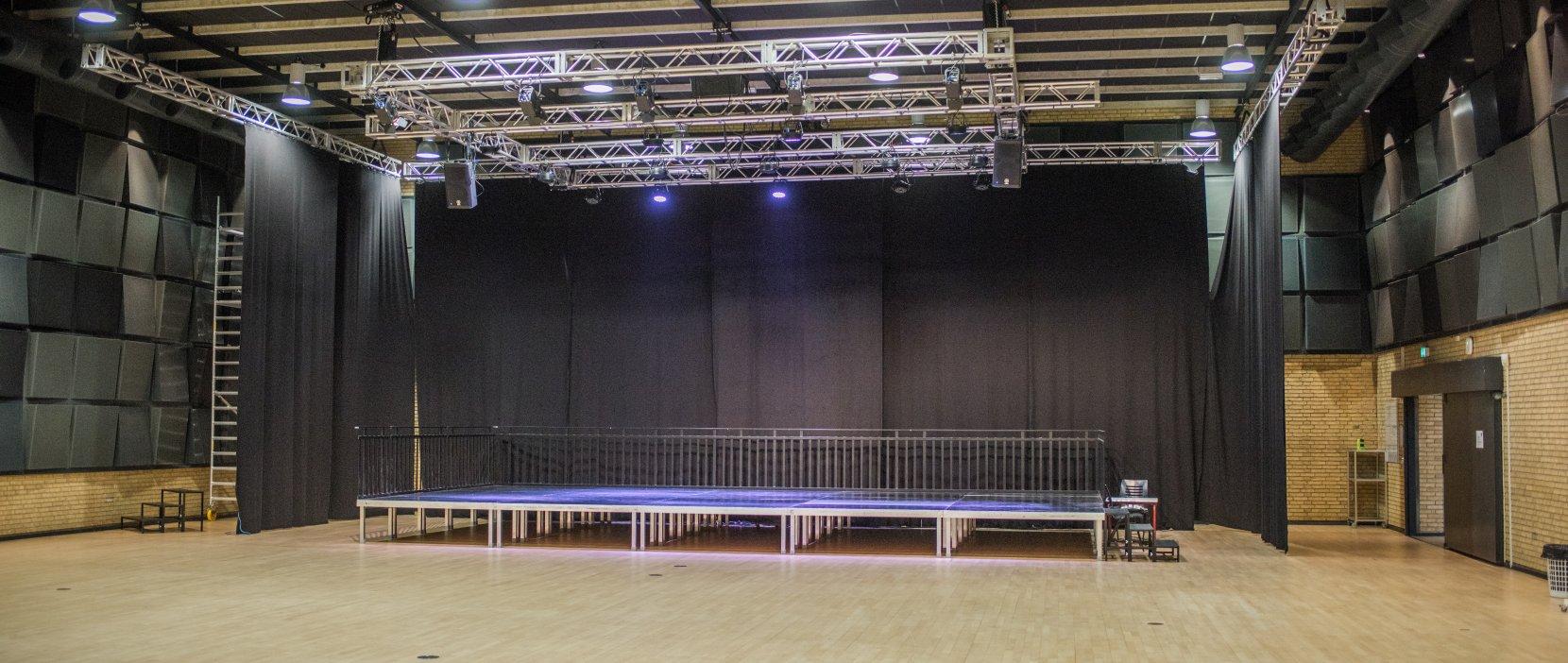 Kultursalen scene med lys